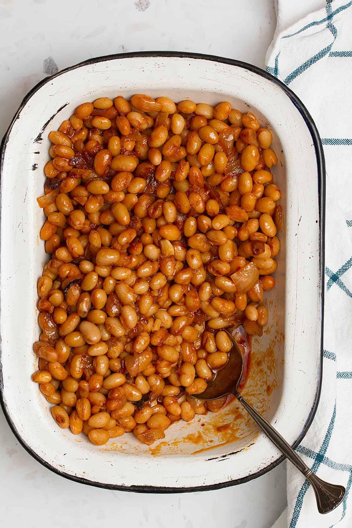 vegan baked beans in a pan